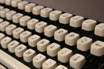 typewriter-354621_1280